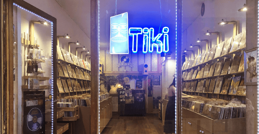 Vitrine de Tiki Vinyl Store, boutique de vinyles neufs à Lyon - Tiki Vinyl Store