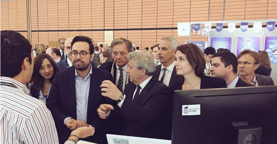 Visite de Mounir MAHJOUBI, secrétaire d'Etat au Numérique, sur le stand de l'Université de Lyon - The Web Conference - 26 avril 2018